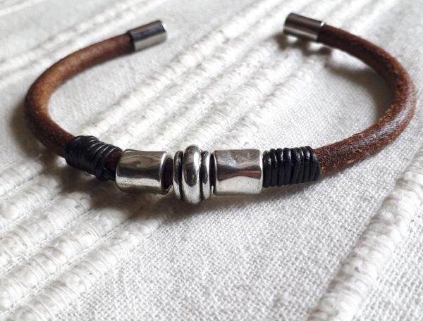Bracelet en cuir frotté